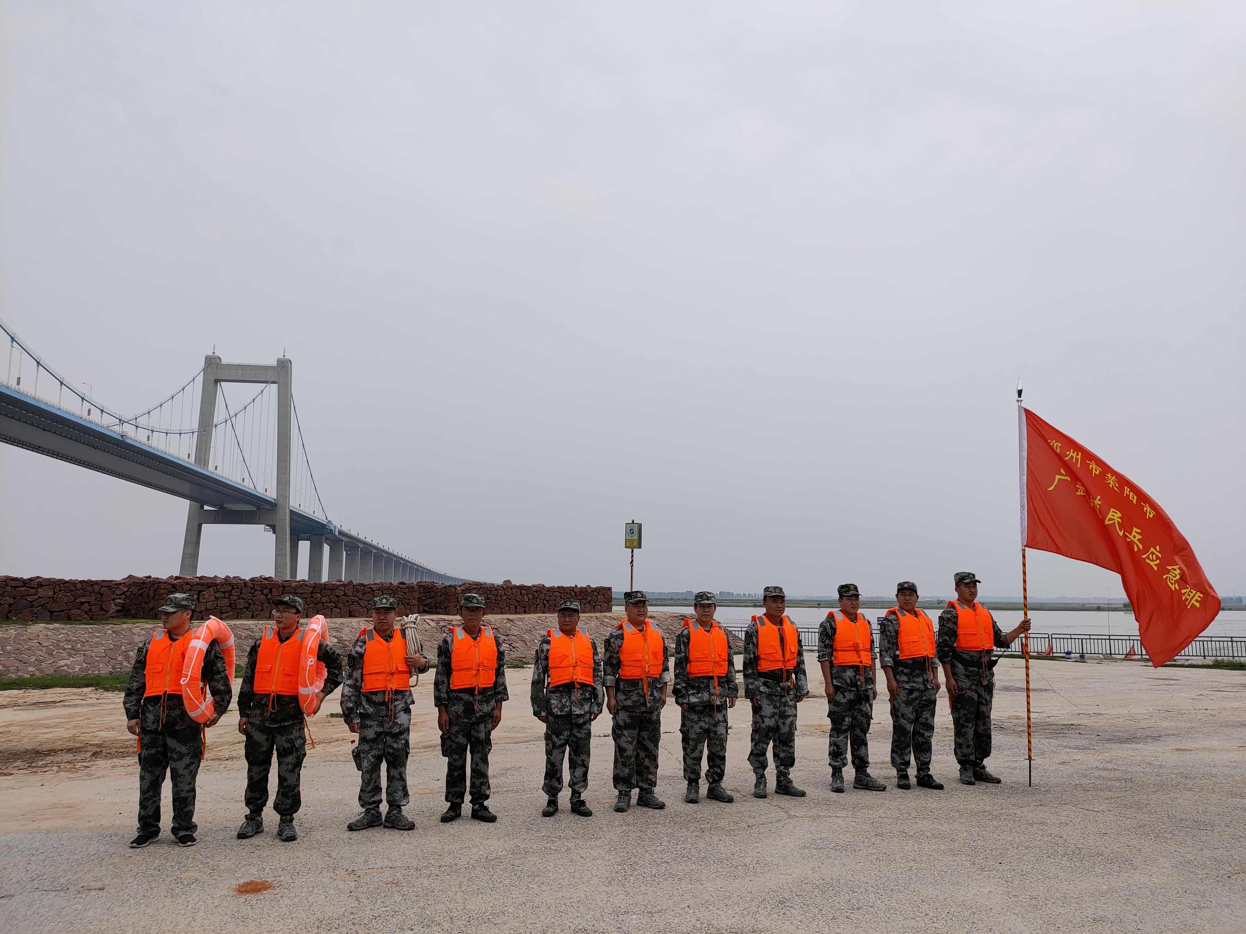 黄河堤坝进行巡逻、执勤1.jpg